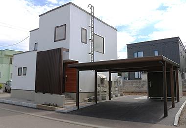 2台用駐車場とカーポート