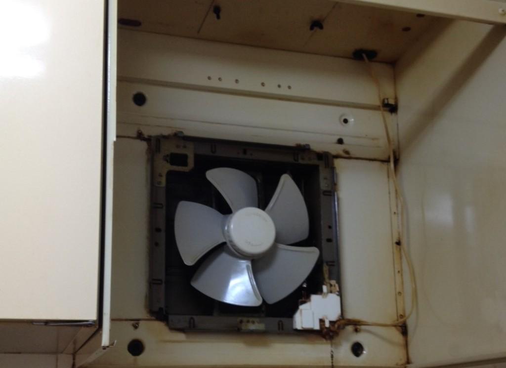 プロペラ換気扇 施工前写真