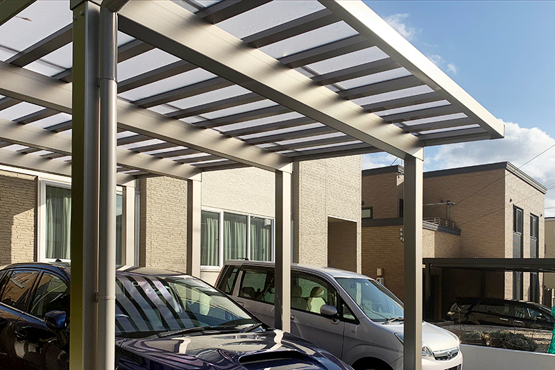カーポートは光を通す屋根