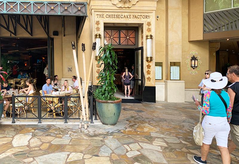 長蛇の列が出来るレストラン「チーズケーキファクトリー」