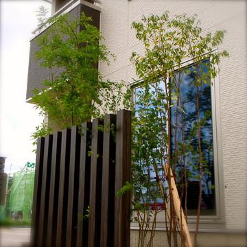木製に見える角柱はアルミ素材で腐る心配がありません。