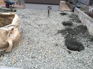カーポートの柱を埋める穴掘り