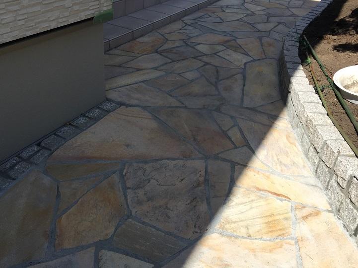 天然石のアプローチ クォーツ