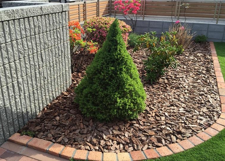 レンガ花壇と植栽