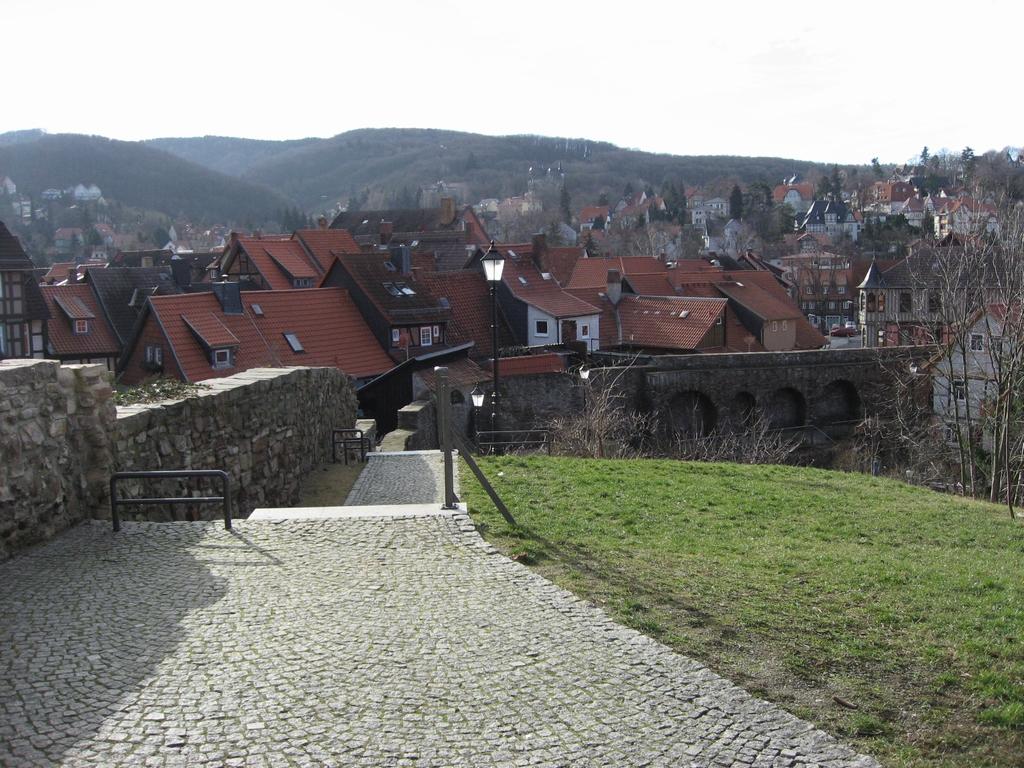 ドイツの街並みと石畳の丘ベルニゲロー